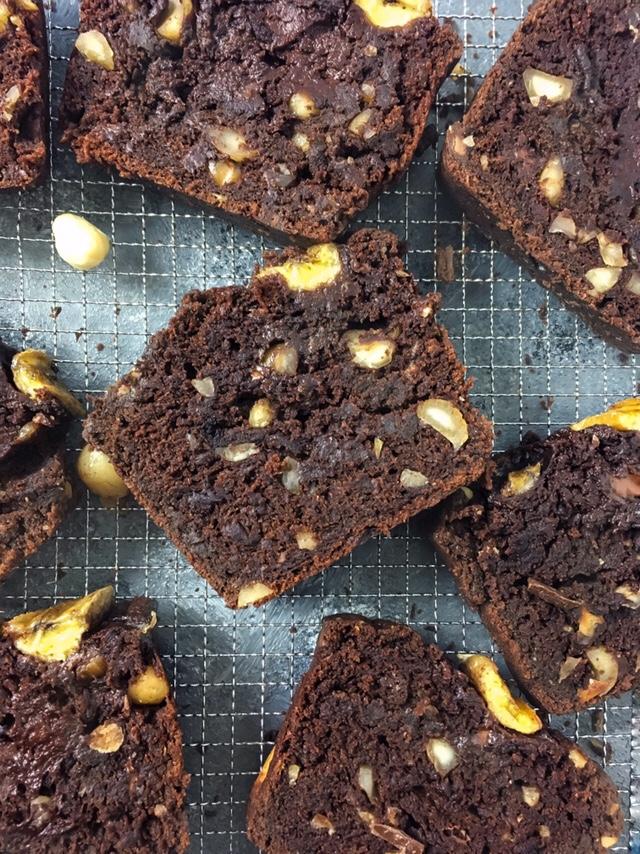 Chocolate Banana Bread with salted Macadamia - Mint & Oh La La - mintandohlala.com